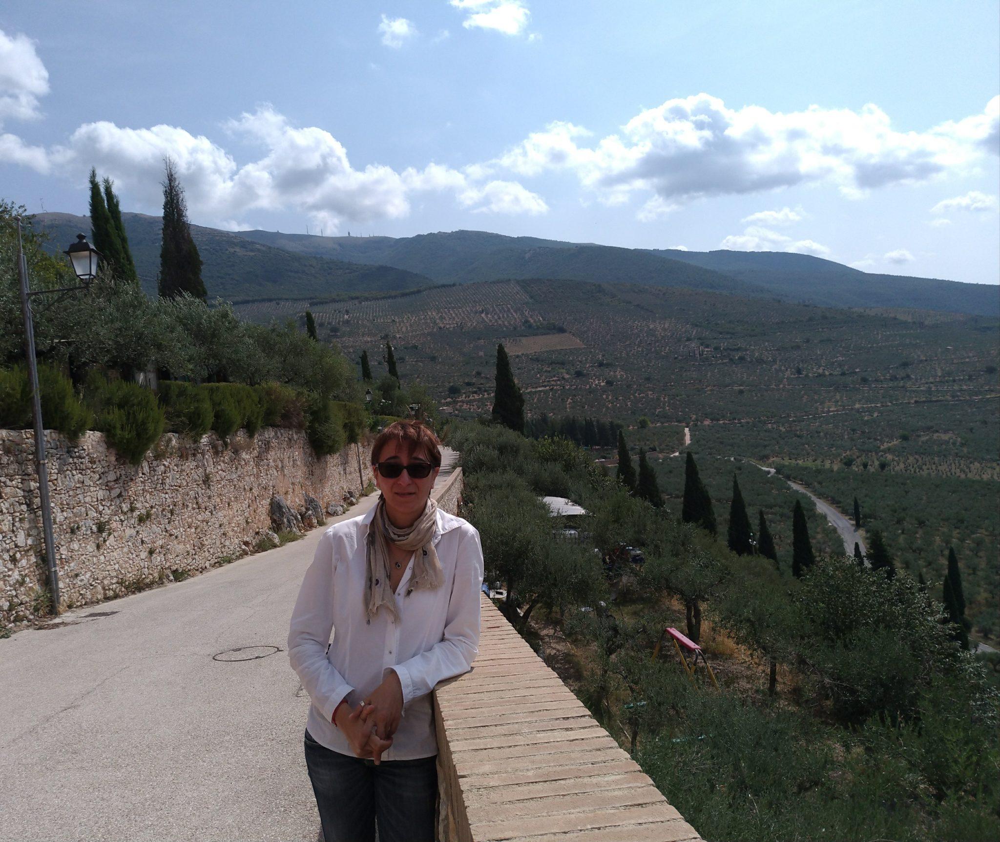 Irene Guidobaldi e il fascino austero dell'olio extravergine d'oliva di Trevi.